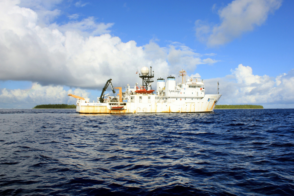 NOAA Ship Hi'ialakai at Swains Island in American Samoa (Photo: NOAA Fisheries/James Morioka)